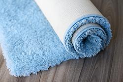 カーペットやラグは自宅で洗える! 大物の洗い方、乾かし方のコツ