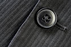 確認! ビジネスマンが覚えておきたいスーツのボタンマナー
