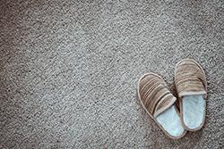 お気に入りのカーペットを長持ちさせる! 毛玉を取る効果的な方法とは