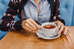 紅茶のシミ抜きを自宅で簡単に! 生活に役立つマル秘テクニック