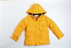 来年の冬までしっかり保管! かさばるダウンジャケットの畳み方