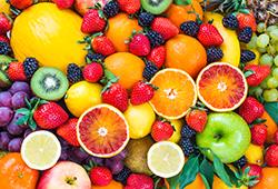 フルーツの果汁が服についちゃった! シミ抜きのポイントとは?