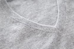 冬ならではのおしゃれ! スーツにセーターを合わせて楽しもう