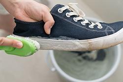 スニーカーをピカピカに洗い上げるには、どんな洗剤を使ったらいい?