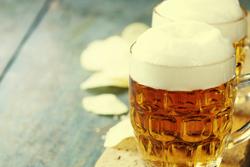 カーペットにこぼれたビールのシミ、目立つ前に落とす方法は?