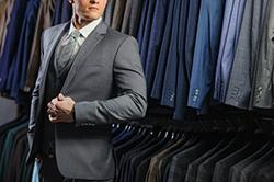 冬のスーツスタイルに季節感をプラス! おすすめのネクタイの素材