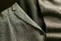 冬に大活躍するツイードのスーツ、そのお手入れ方法とは?