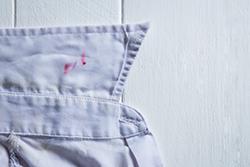 YシャツやTシャツについてしまった「口紅」のシミ抜き方法