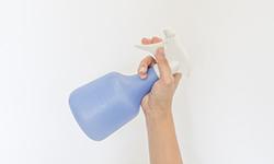 ダウンコートにやってはいけない消臭スプレーのNG使用法&正しい使い方
